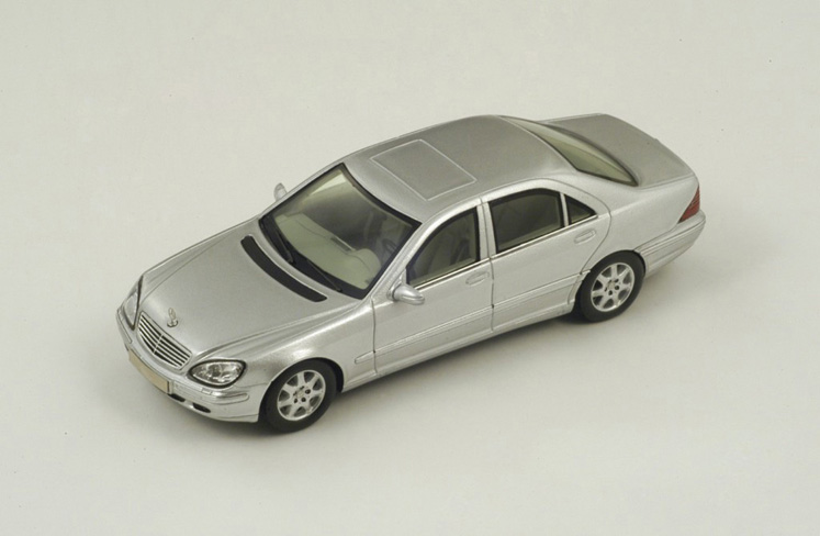 1/43 Mercedes-Benz W220 S Klass